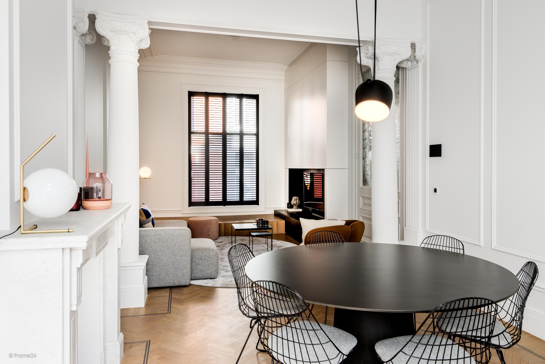 HUS interieur - Project Zurenborg met tv kast en bar