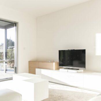 HUS Interieur tv kast witte full color HPL en eikfineer